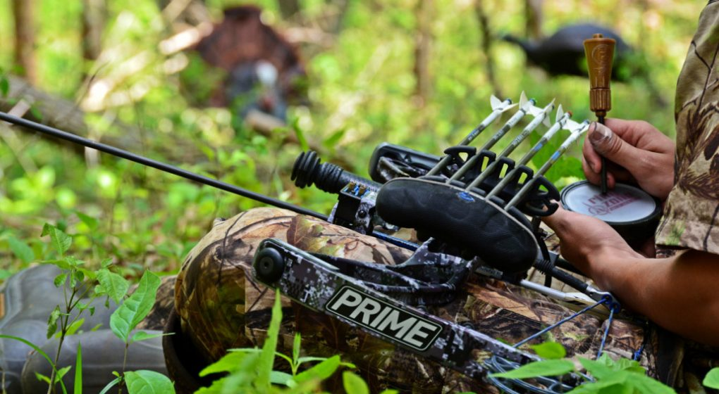 Turkey hunting bow tips feature